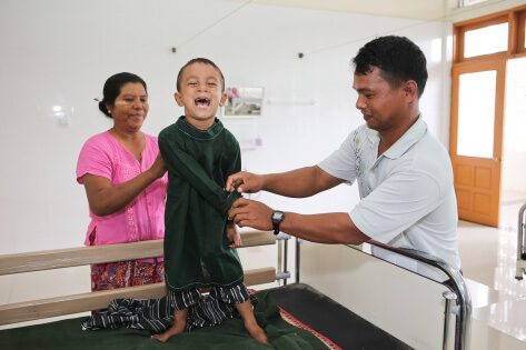 Surgeries begin with Rotaplast Volunteers at the Retired Service Personnel Hospital in Nay Pyi Taw, Myanmar.